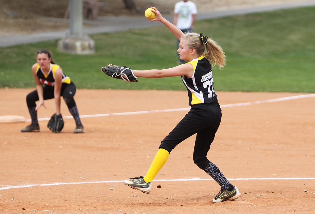 Jaidyn Powell pitches Saturday afternoon.