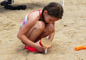 Halie Carson plays at the sand at Rotary Beach Saturday morning. Jillian Danielson/RiverScene