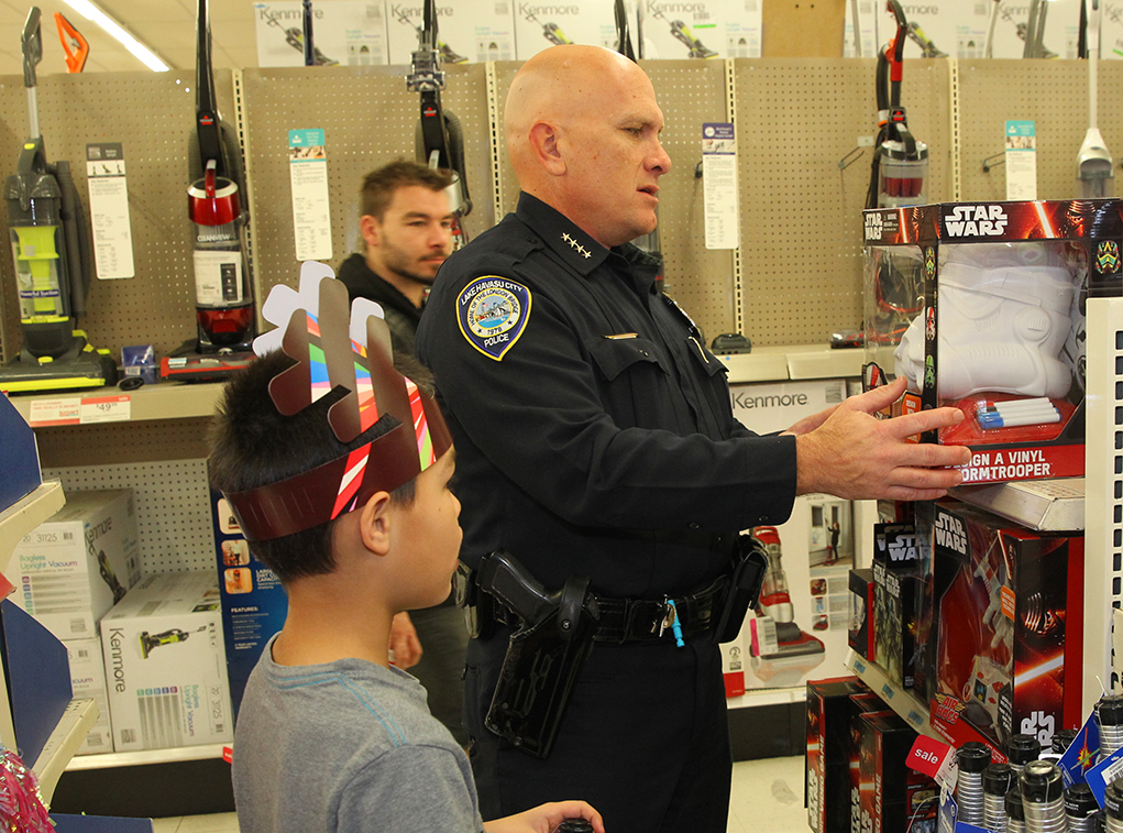 RiverScene Magazine   Local Kids Get To Shop With A Cop - RiverScene