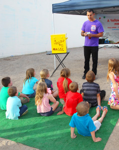 Vince Aiello of A Yellow Box of Magic performs for the kids at SmallCakes birthday party. Jillian Danielson/RiverScene