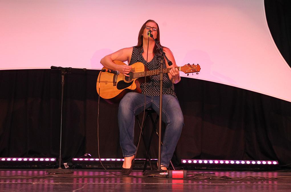 Jennifer McDonald performs at the 2016 Songwriters Festival. Jillian Danielson/RIverScene