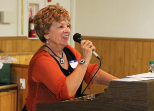 Dody Lee-Hietpas speaks to those in attendance at the McCulloch chainsaw reunion. Jillian Danielson/RiverScene