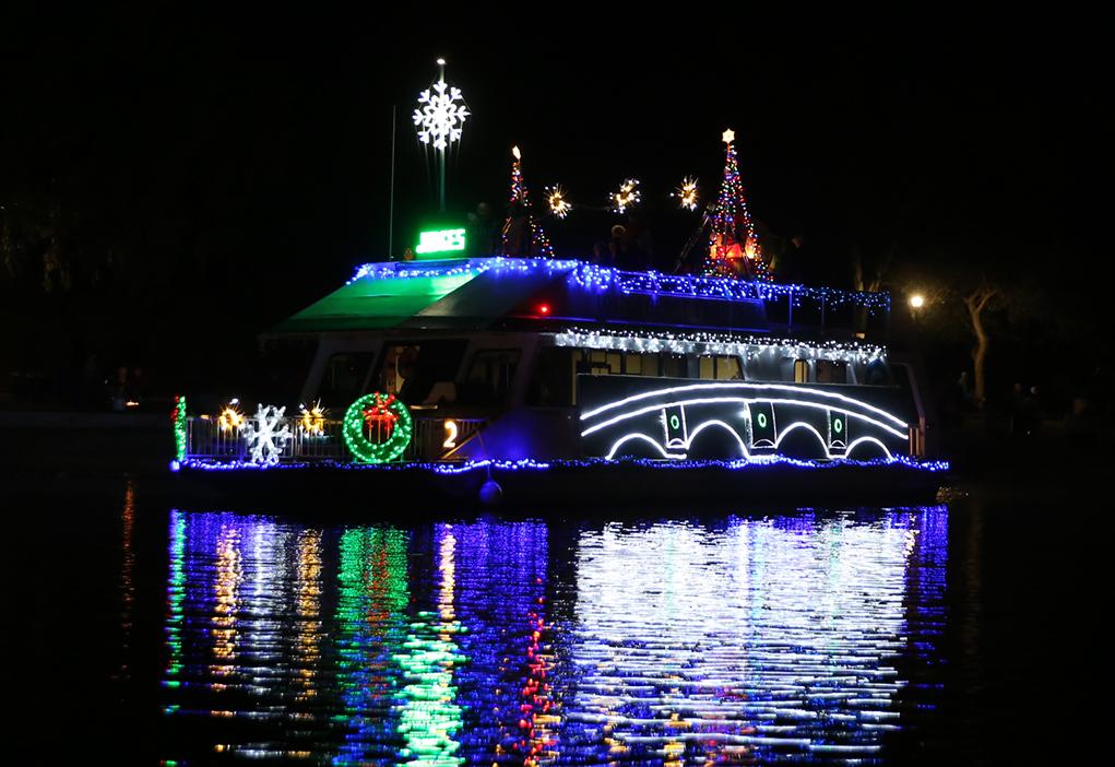 boat parade of lights 2018