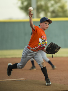 Jaiden Sherman of the B Mets pitches to the Mauraders Tuesday evening at Sara Park. Mark Russell/RiverScene