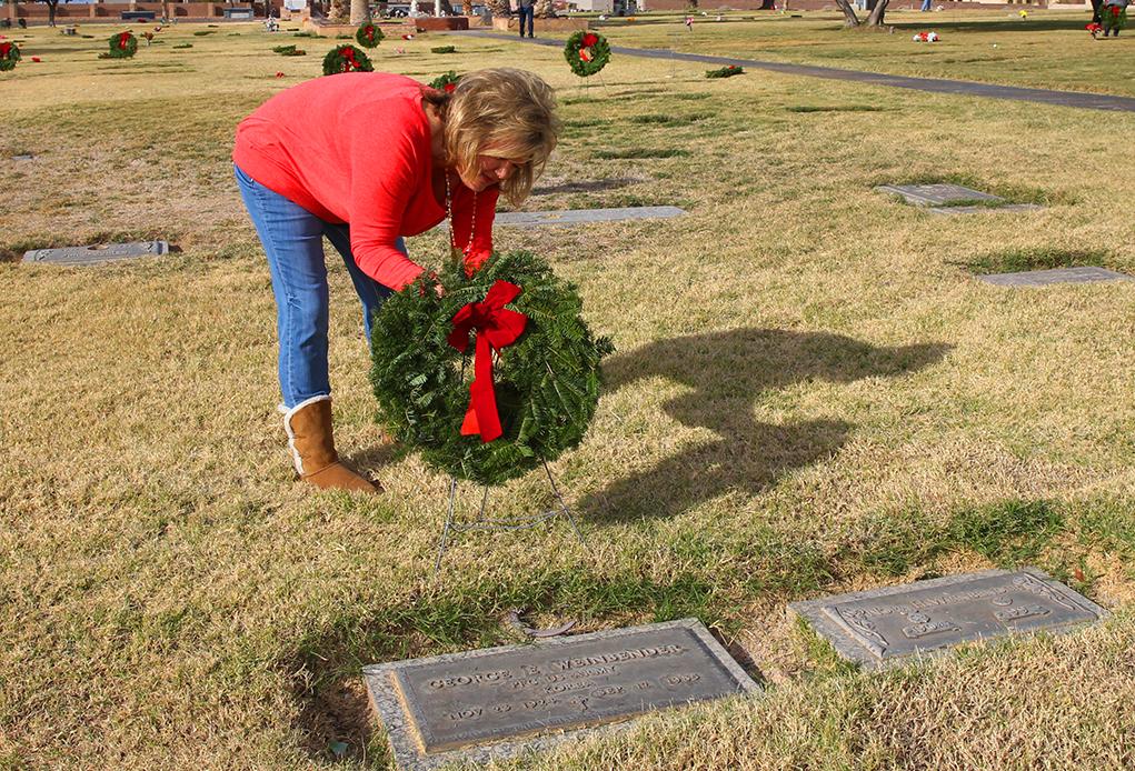 London Bridge Resort Places Wreaths At Cemetery To Honor Veterans