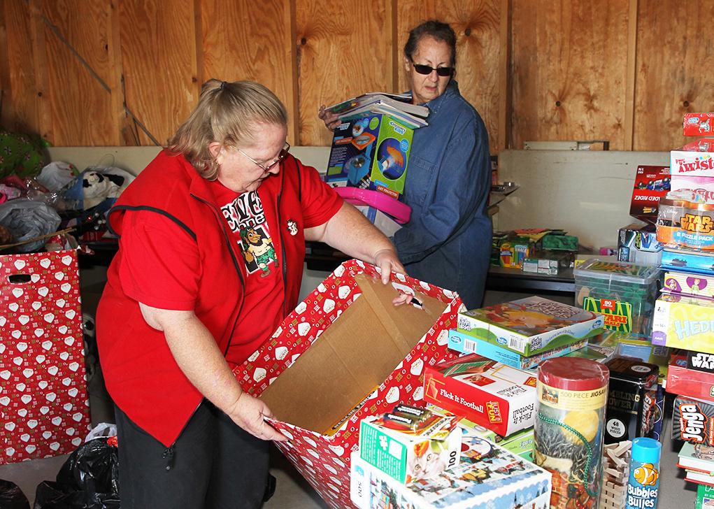 Desert Hills Fire Fulfills Christmas Wishes
