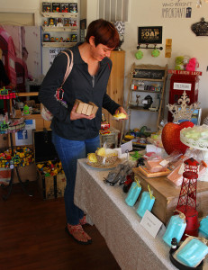 Rebecca Crawford shops in Havasoap Saturday morning. Jillian Danielson/RiverScene