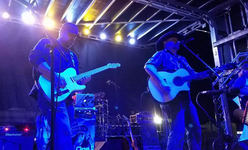 Matt Farris and DJ Boom Bandit Perform At Country Thunder