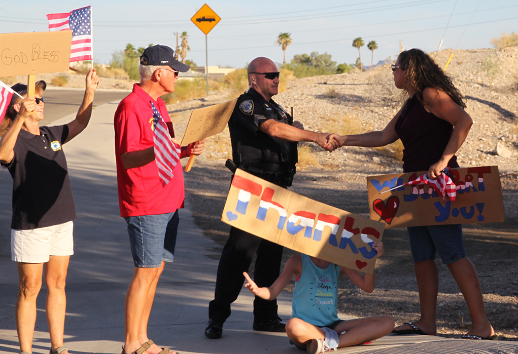 Group Shows Support For Havasu Police Officers