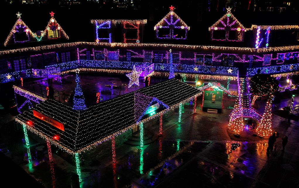 Annual Festival of Lights at London Bridge Resort English Village
