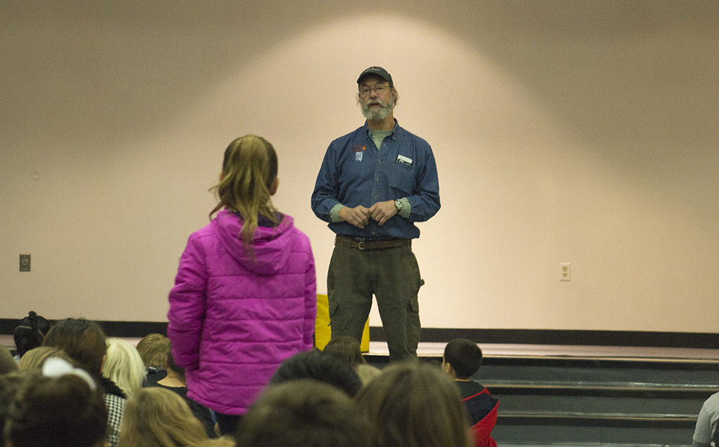 Pilot Spreads Knowledge Of Hot Air Balloons At Smoketree Elementary