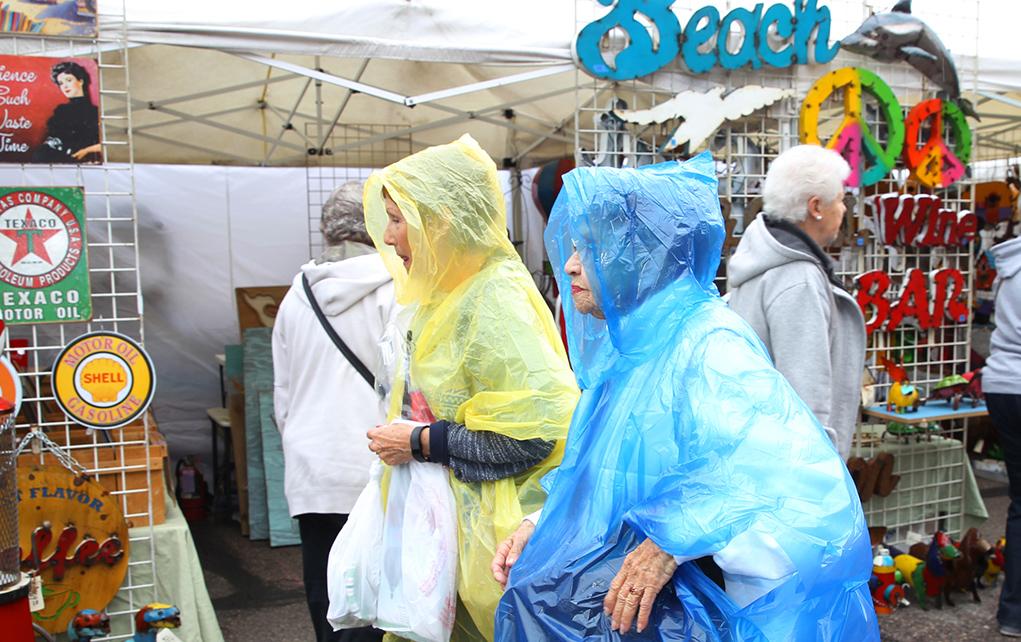 Rain Doesn't Keep Winterfest Shoppers Away