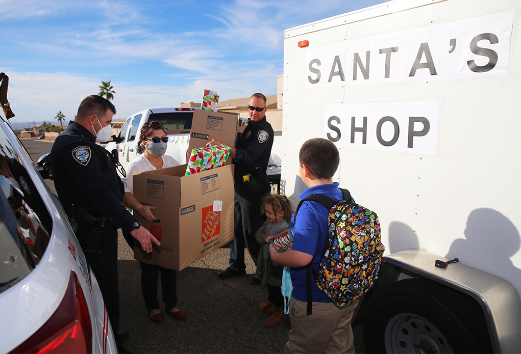 LHCPD/Soroptimists Give Christmas Surprise To Local Children