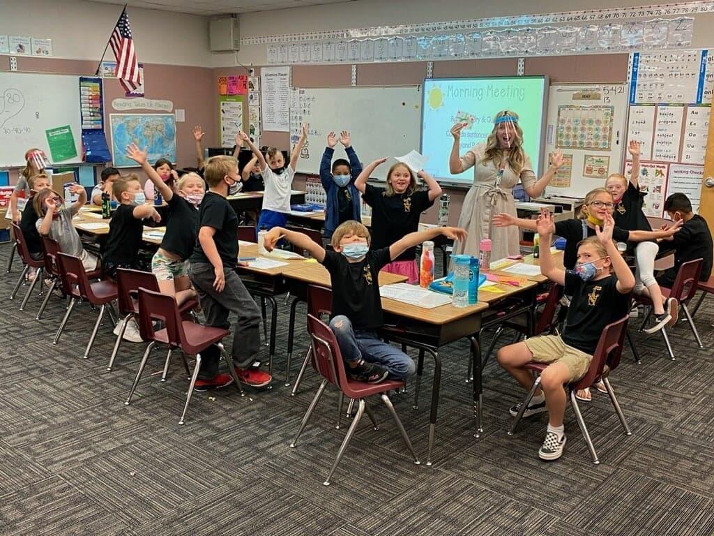 Community Comes Together To Honor Havasu Teachers